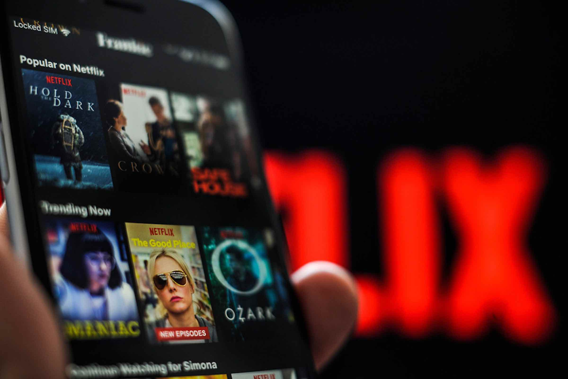 Need a TV series that you can binge-watch? If yes, you are in the right place. Here's the best English language Netflix Originals to binge now!